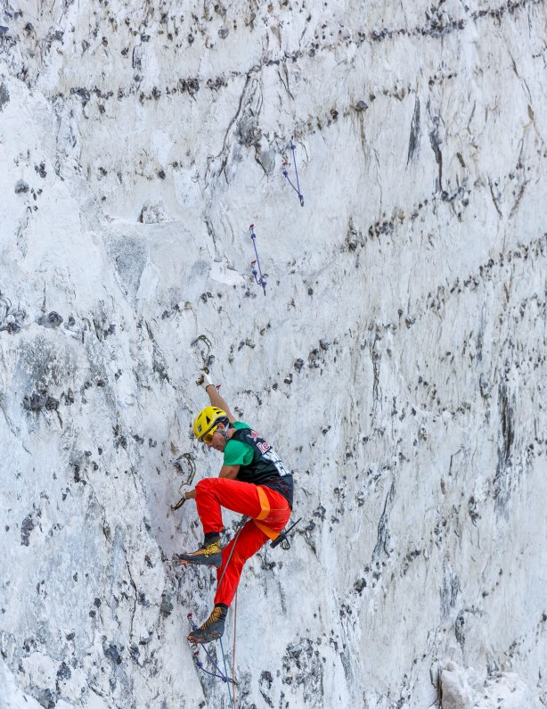 Dry-tooling on chalk is tricky… © Will Mayo